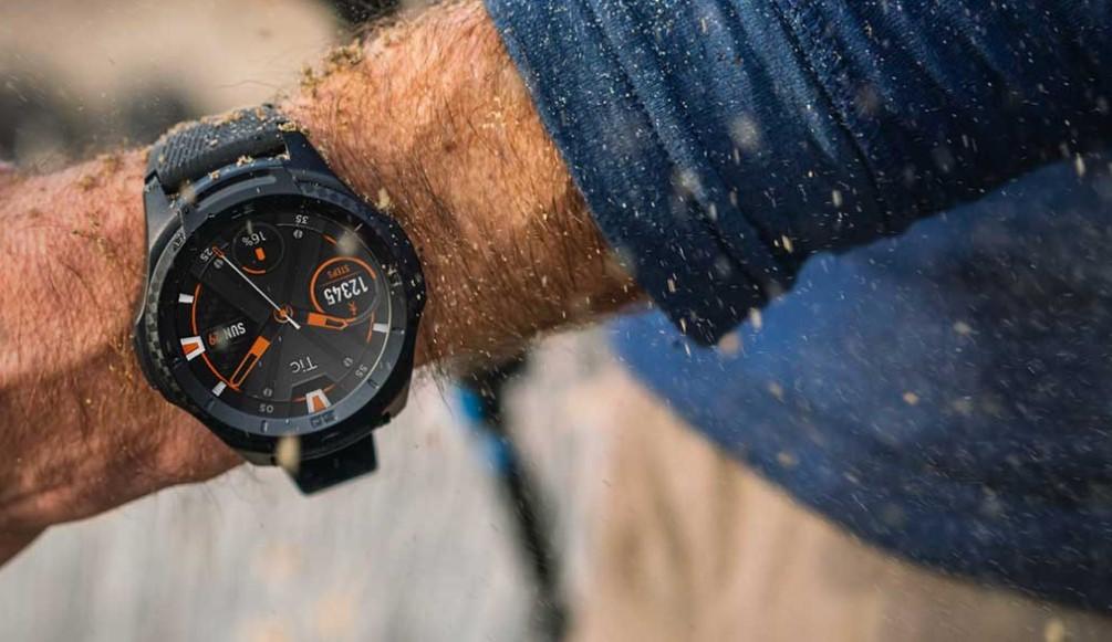 TicWatch S2 jsou outdoorové chytré hodinky, které nabízejí také řadu sportovních a fitness funkcí