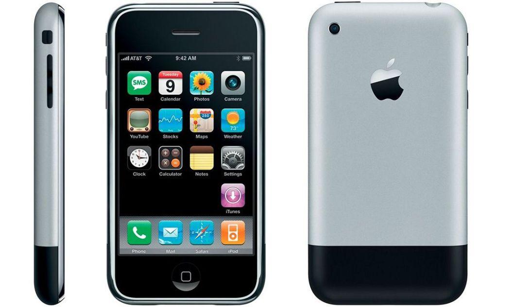 První a revoluční Apple iPhone 2G, který se k nám oficiálně nedovážel