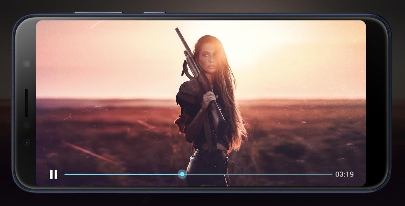 """Velká podívaná uvnitř kompaktního těla, Zenfone MAX Pro vměstnal svůj 6"""" displej do těla 5.5"""" tradičního smartphonu"""