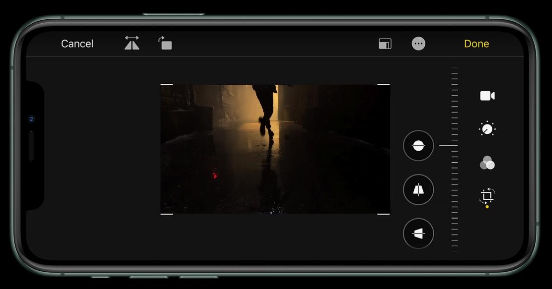 Váše profesionální kamera včetně profesionálních nástrojů pro střih je uvnitř vašeho iPhone 11 Pro a Pro MAX