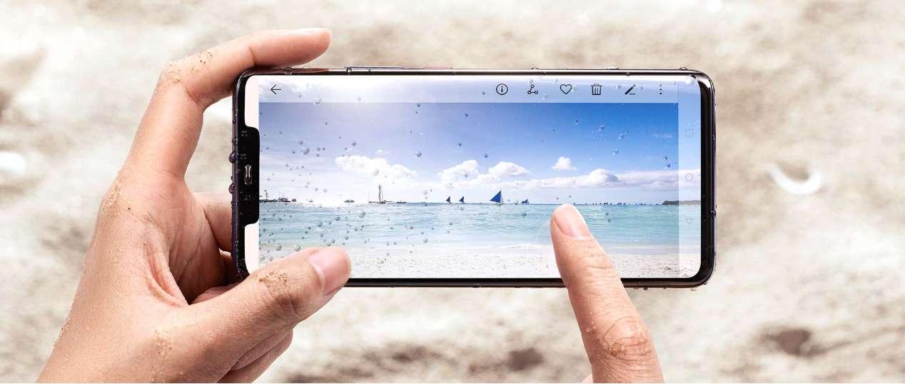Huawei Mate 20 Pro je plně voděodolný dle specifikace IP68, je tedy připravený pro život