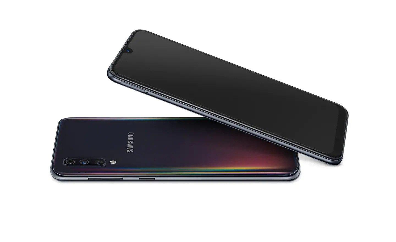 Náramné barevné provedení, které hraje všemi barvami, s novým Galaxy A50 budete za hvězdu ať už jste kdekoliv