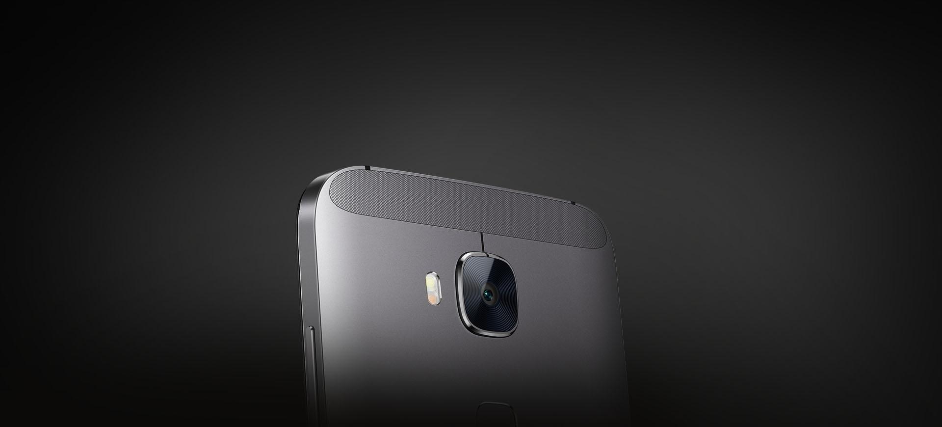 Kvalitní fotoaparát je základním kamenem mobilu Huawei G8, ten nabízí špičkový 13 Mpx snímač s automatickým ostřením.
