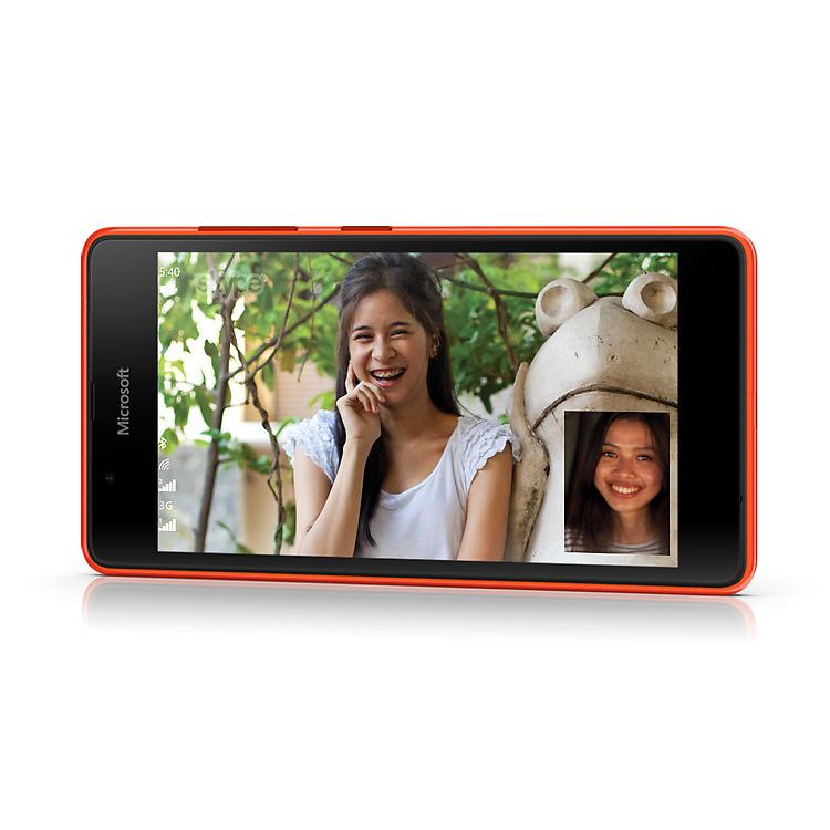 Špičová přední i zadní kamera mobilního telefonu Microsoft Lumia 540