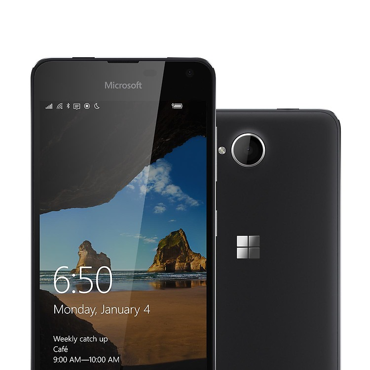 Možností, které Lumia 650 nabízí je mnoho. Skvělý Windows 10 Mobile systém, rychlý čtyř jádrový procesor a dostatek úložiště je základ, navíc podporuje Glance Screen, který zlepšení přehled o vašem telefonu i na vypnutém displeji.