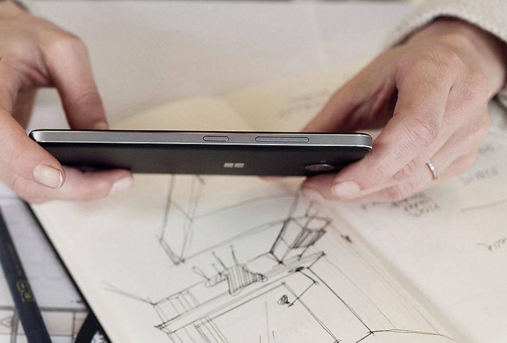Smartphone Lumia 650 přichází s nejnovější verzí operačního systému Windows 10 Mobile, ten byl stvořen pro zábavu, ovšem i pro práci.