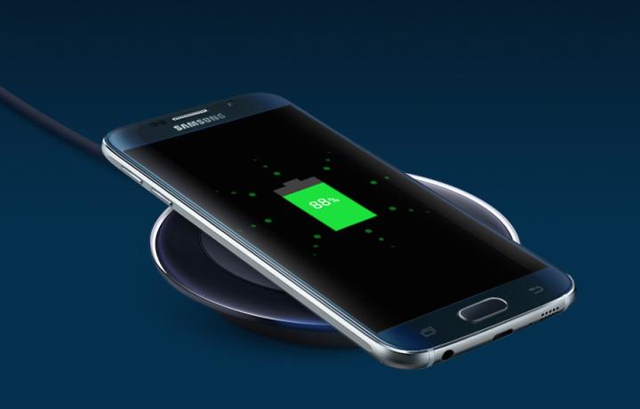 Takto pěkně vypadá nabíjení s bezdrátovou nabíječkou Samsung EP-PG920IB pro Samsung Galaxy S6 a S6 Edge