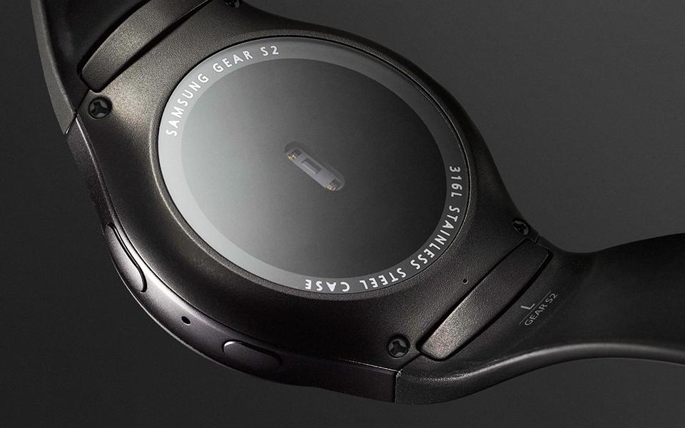 Chytré funkce všude okolo vás. Měřič tepu hodinek Gear S2 vás bude provázet po celou dobu nošení.