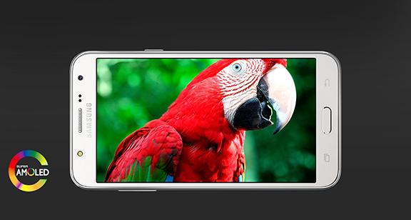 Špičkový HD AMOLED displej mobilního telefonu Samsung Galaxy J5, na který je radost pohledět.