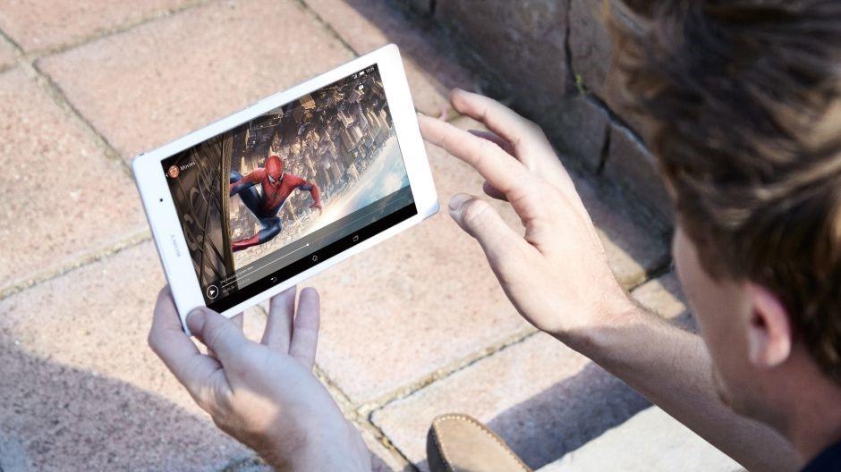 sledování videa či přehrávání hudby zvládne Xperia Z3 compact tablet bez problémů