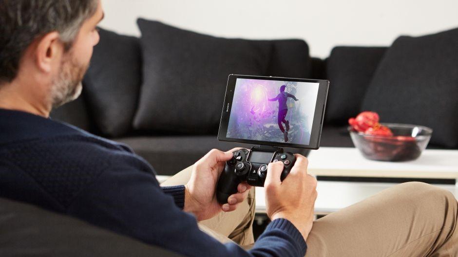 Hraní her s PS4 ovladačem není problém