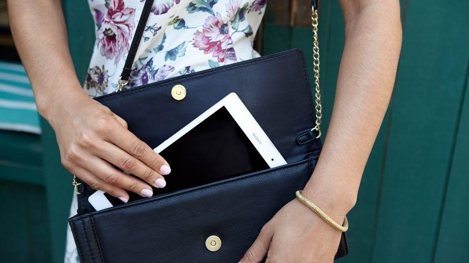 tablet Xperia Z3 compact se vleze krásně i do kabelky