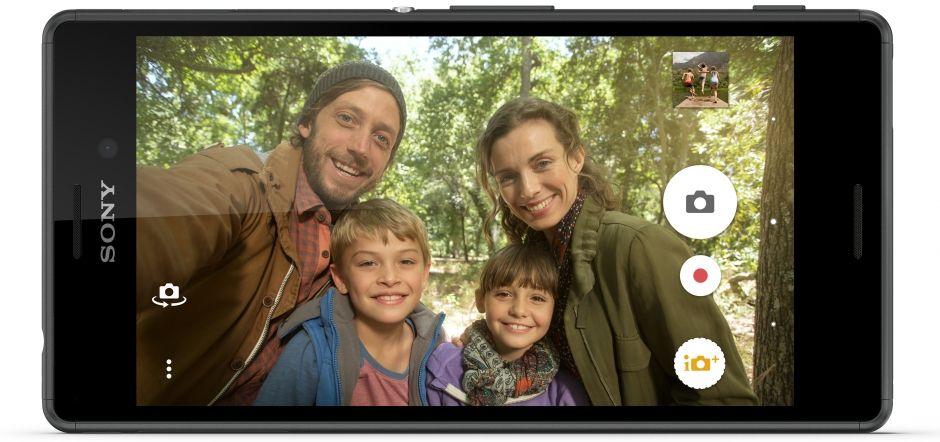 Do obrazu se vejdete všichni díky širokoúhlému záběru Sony Xperia M4 Aqua Black