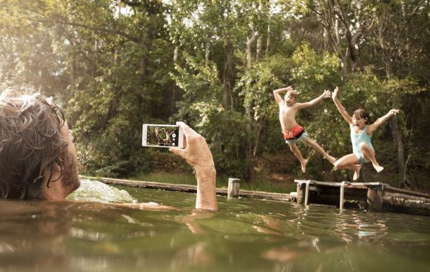 Focení ve vodě není žádný problém pro Sony Xperia M4 Aqua, mobil s fotoaparátem je plně voděodolný.