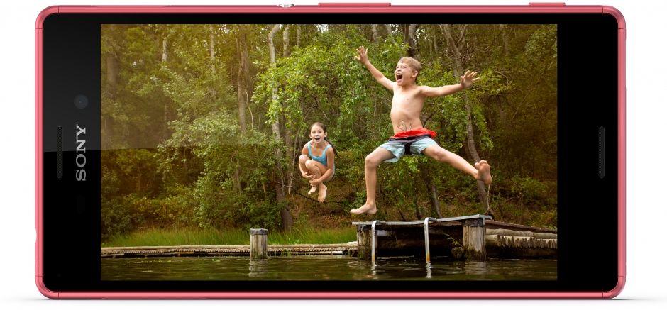 Prostě luxusní podívaná za jakéhokoliv počasí či světelných podmínek, takový je displej Sony Xperia M4 Aqua
