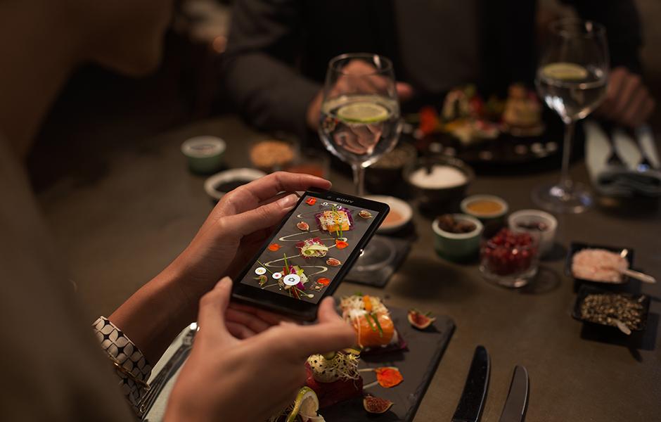 Luxusní fotky za každého osvětlení, díky inteligentním funkcím fotoaparátu Sony Xperia Z3 Plus budou vaše fotky dokonalé vždy.