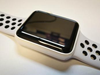 Apple Watch Series 2 42mm keramické tělo + Nike řemínek - použité