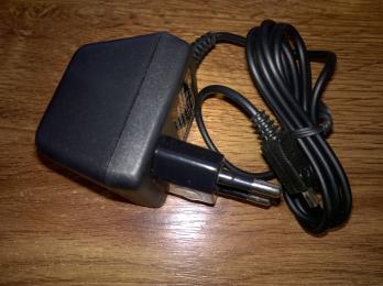 Nabíječka pro mobilní telefon Motorola T205